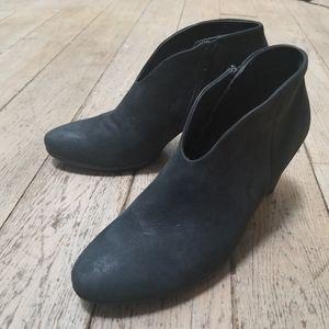 Ecco NWOT Black Leather Heeled Booties Siz…